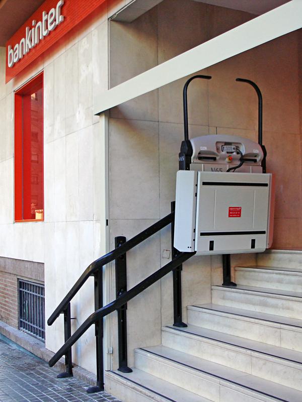 Instalaciones plataforma salvaescaleras curva v65 for Oficinas de bankinter en valencia