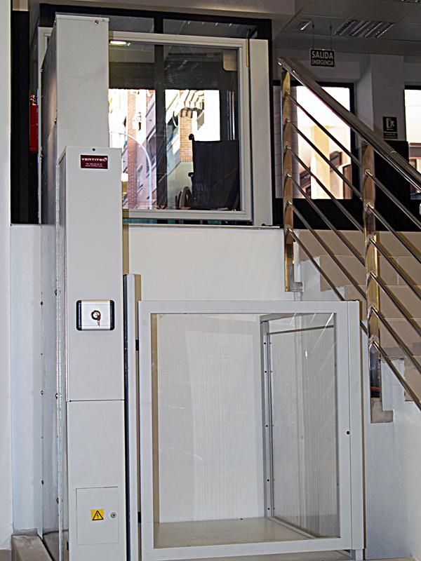 Instalaciones plataforma salvaescaleras vertical izaro for Salvaescaleras vertical