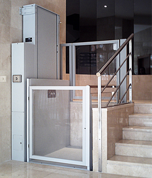 Ascensoresgaudi barcelona plataformas salvaescaleras en for Salvaescaleras vertical